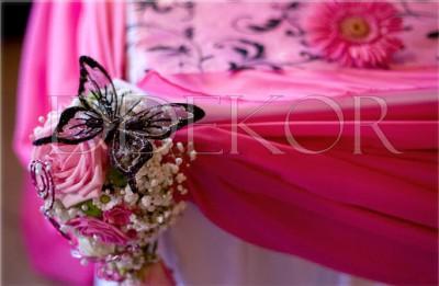 Főasztal dekoráció fekete pillangóval