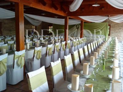 Akasztói Halászcsárda esküvői dekoráció székhuzattal