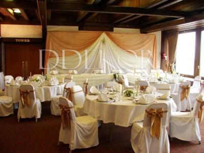 Arany esküvői dekoráció Hilton Parlament terem