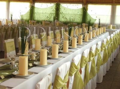 Eskuvői teremdekoráció székhuzattal