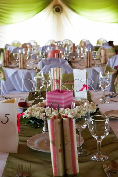 Petneházy Club Hotel exluzív pink asztaldíszítés gyertyával