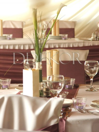 Kálás asztaldísz lila környezetben