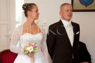 Rózsaszín fehér zöld menyasszonyicsokor