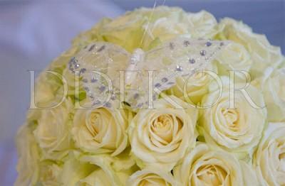 Virágdekoráció fehér rózsából
